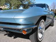 1963-Chevrolet-Corvette-Sting-Ray-Split-Window-Coupe-Exterior-02